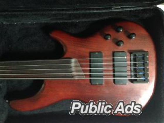 Bass guitar for sale (Cort, case and strap)
