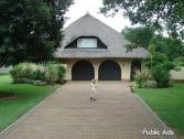 Stunning Thatch home near the Vaal river