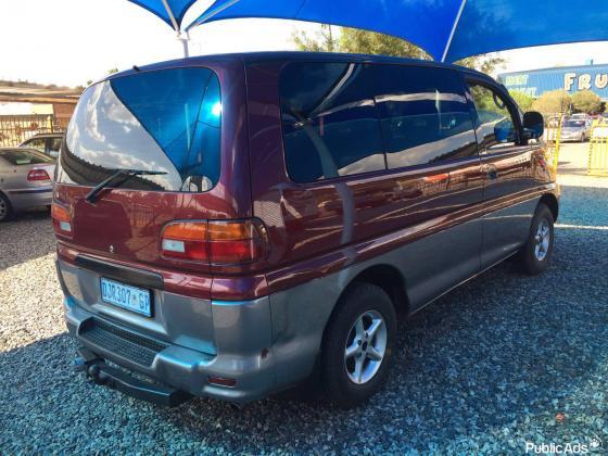 1997 Mitsubishi Spacegear 2.4i