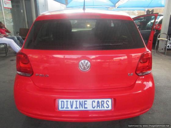 Vw Polo6 Automatic 1.6 Comfortline 2012 model with 5 Doors