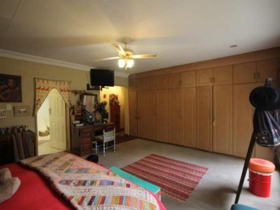 Spacious 5 Bed House Great Suburb Del Judor