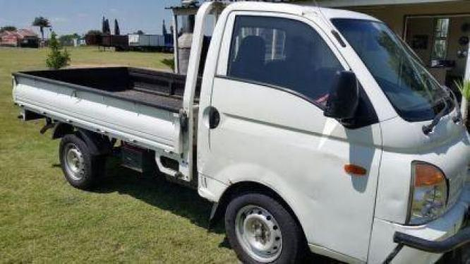 TRUCK BAKKIE FOR HIRE