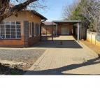 Pragtige Gesins Huis te Koop met 1slpk woonstel in Hospitaalpark