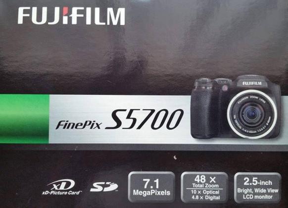 Fuji FinePix S5700 Digital camera for sale