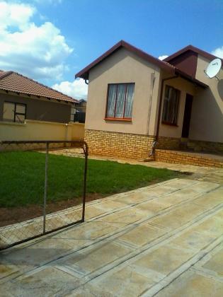 house at Tlhabane West for rental