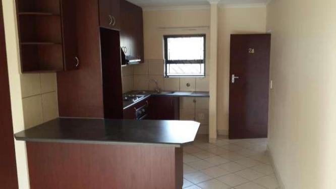 Specious Two Bedroom Stylish Apartment Pool Gym Braai Luandry Mode De Vie Burgundy Estate in Durbanville, Western Cape