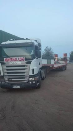 Low-bed tri-axe trailer and Truck for hire in Pretoria-Tshwane, Gauteng