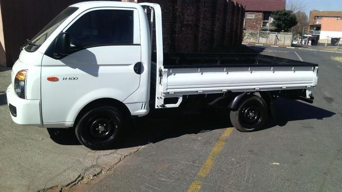 H100 Hyundai Bakkie 2.6 Diesel 2015 Model. Drop-sides