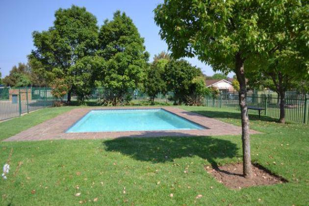 Queenswood Flat to Rent in Pretoria-Tshwane, Gauteng