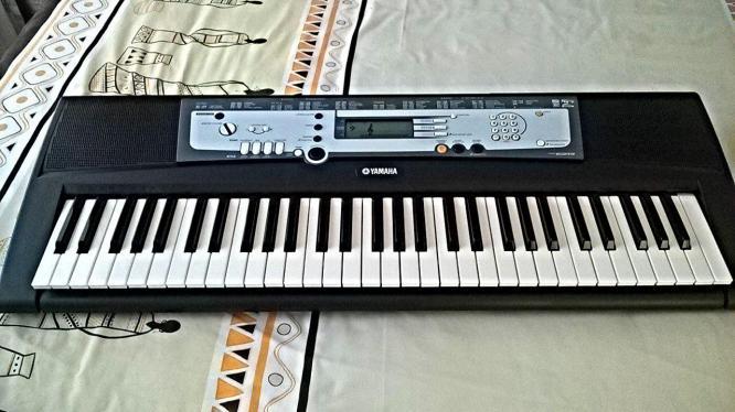 yamahaha keyboard & stand for sale