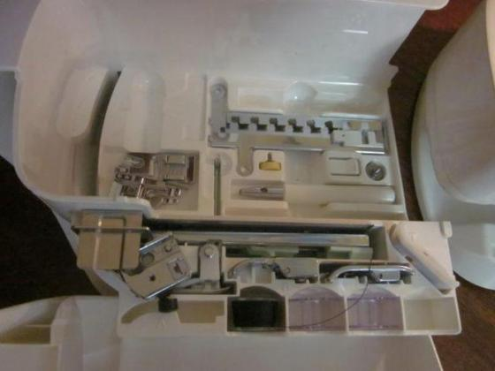 Singer Quantum XL-1000 Sewing Machine / Embroidery