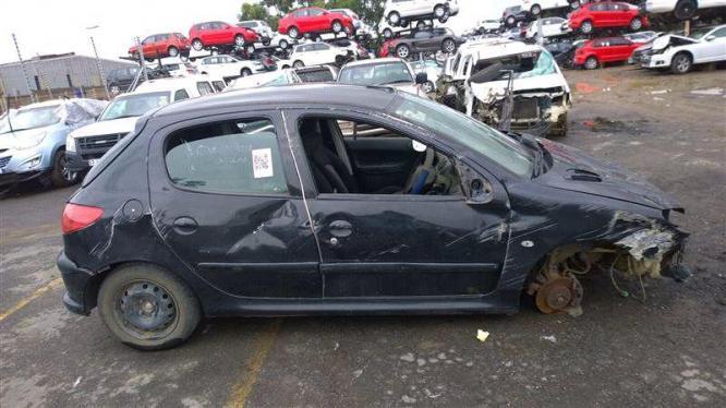 peugeot 206 1.4 striping for spares in Phoenix, KwaZulu-Natal