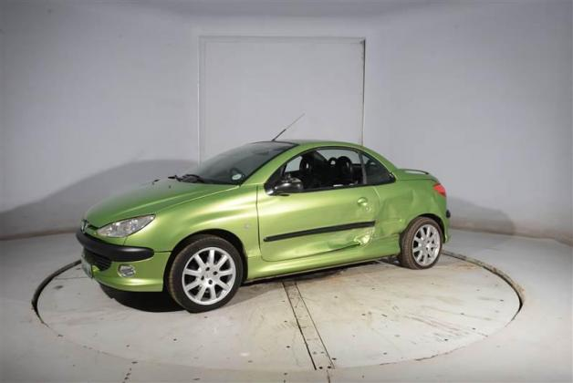 Peugeot 206 Coupe Convertable breaking for spares