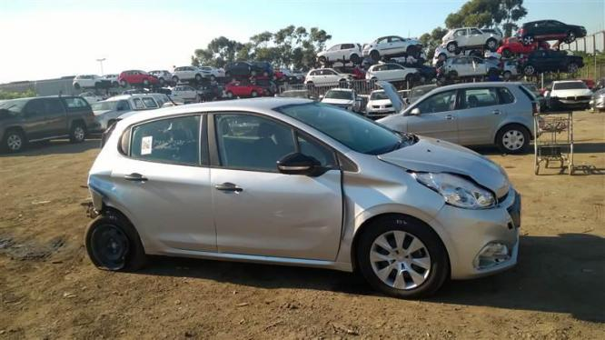 Peugeot 208 breaking for spares