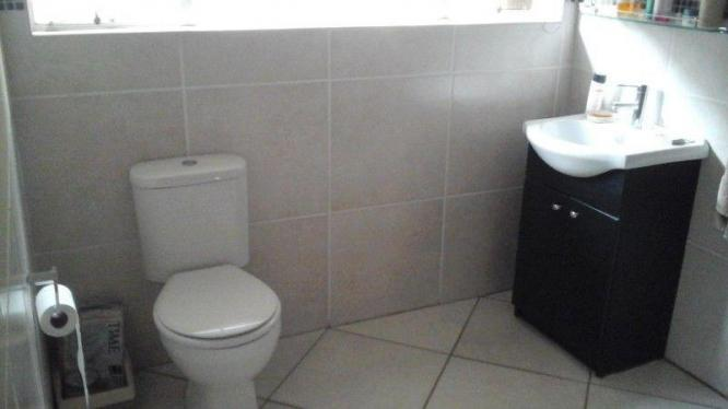 Spacious bachelors flat available