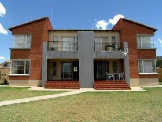 A BEDROOM AVAILABLE TO RENT NEAR MONASH UNIVERSITY,RUIMSIG in Ruimsig, Gauteng