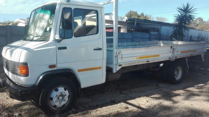 Mercedes Benz Truck 1993 in City Centre, Western Cape