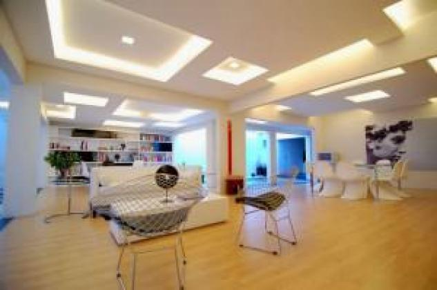 Shopfitting ceilings and partitions