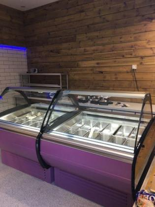 Ice cream freezer curved glass