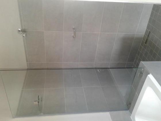 TILING BATHROOM WALLS