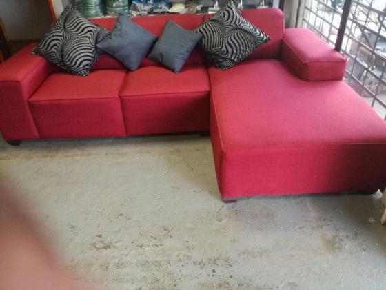 corner sleeper couch R3999
