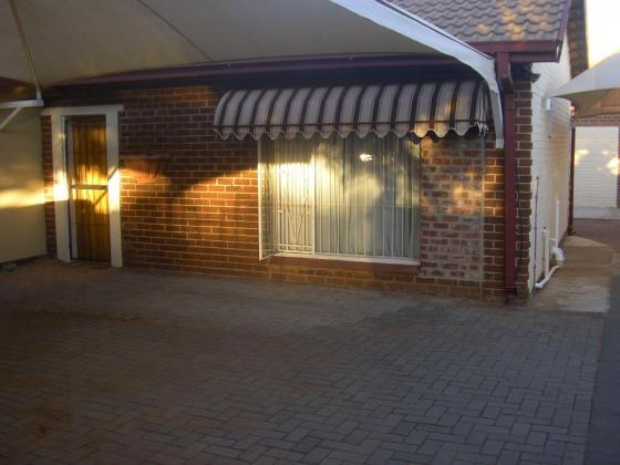 Veilige en gerieflike 4- slaapkamer studentehuis naby UFS