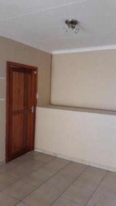 GRANNY COTTAGE TO RENT in Westville, KwaZulu-Natal