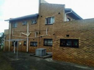 House with 3 flatlets