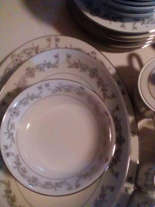 Complete 8 setting dinner piece for sale