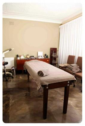 TO LET: BEAUTY  / THERAPY ROOMS IN CRAIGHALL PARK in Craighall Park, Gauteng