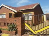 R2800 THREE BEDROOM HOUSE FOR RENT IN PIMVILLE ZONE 2 SOWETO