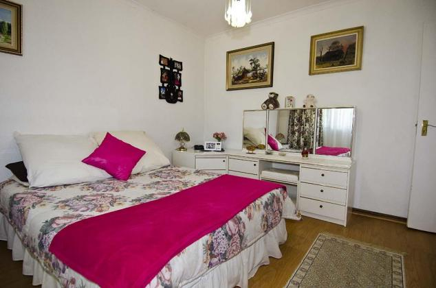 Available immediately lovely, spacious, secure 2 bedroom, 1 bathroom fully furnished garden cottage