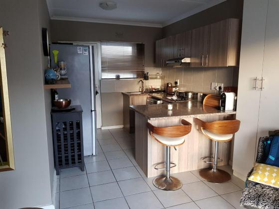 Clean new apartment, Very safe, With view of Muizenberg mountains