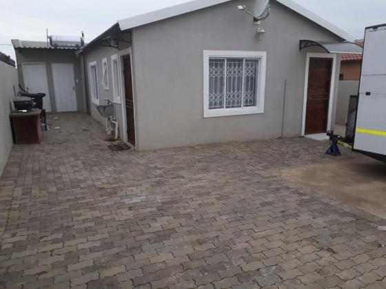 Spacious room to rent at Tembisa, Esselen Park