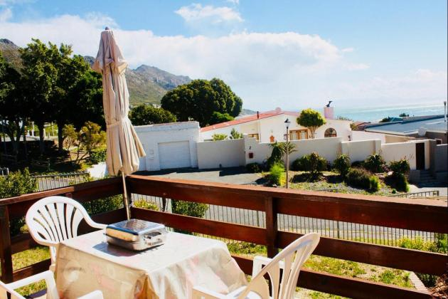 SPECIAL OFFER FOR THE LONG WEEKEND IN APRIL! SELF-CATERING AND B&B IN GORDONS BAY