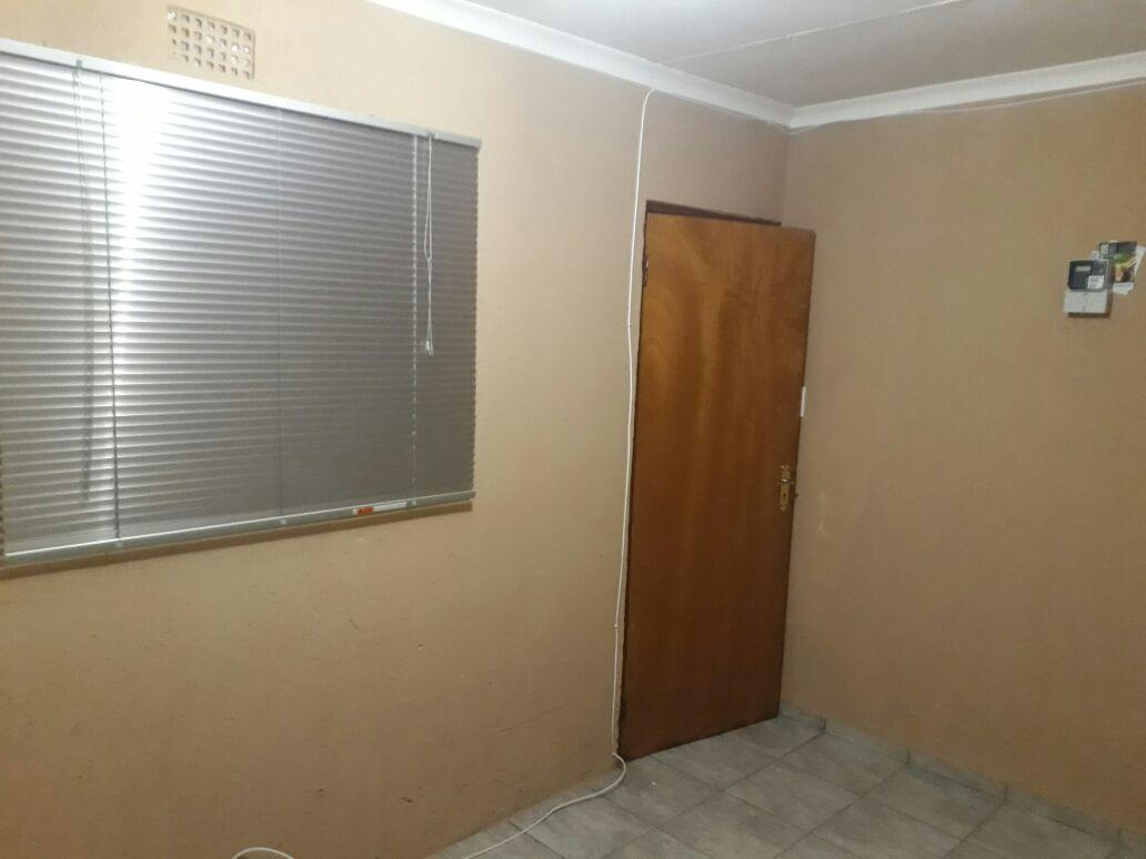 Spacious Room To Rent At Tembisa Esselen Park Tembisa