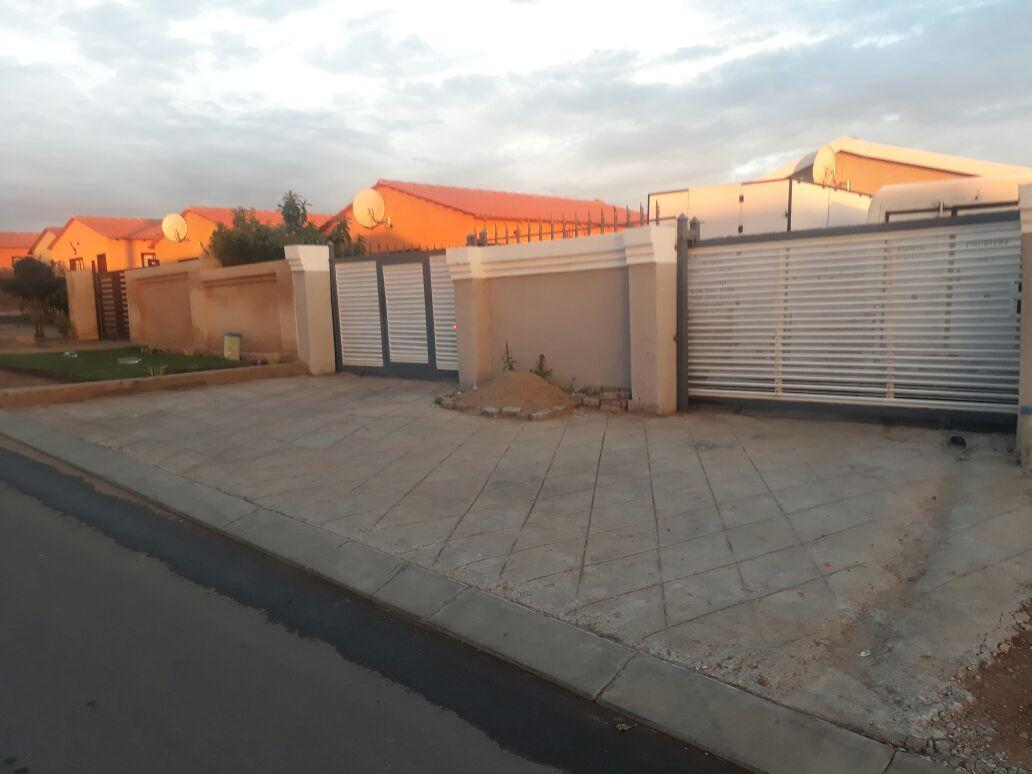 spacious room to rent at tembisa  esselen park