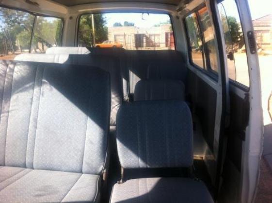 2007 toyota hiace siyaya 2200/4y 15 seater