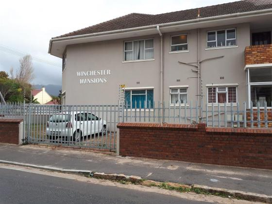 2 Bedroom Apartment / Flat to Rent in Wynberg in Woodstock, Western Cape