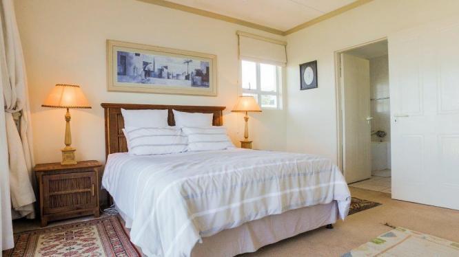 4 BEDROOM WITH STUNNING SEA VIEWS!!!