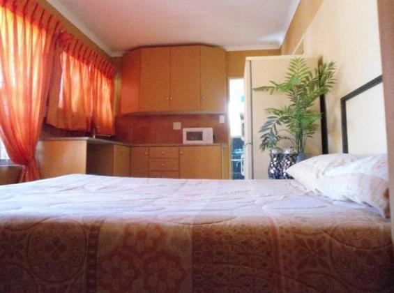 Furnished  Bachelor Apartment in Centurion - Private & Self Catering