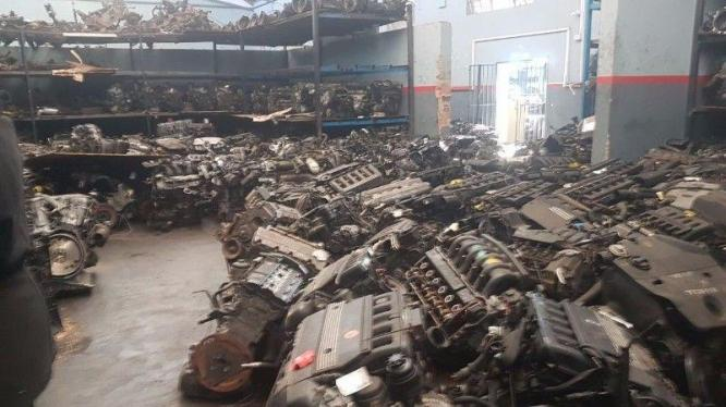 Quality engines and gear boxes for sale.