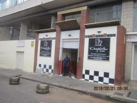 Repainted Bachelor Flat To Let Near Carlton Centre in Johannesburg, Gauteng