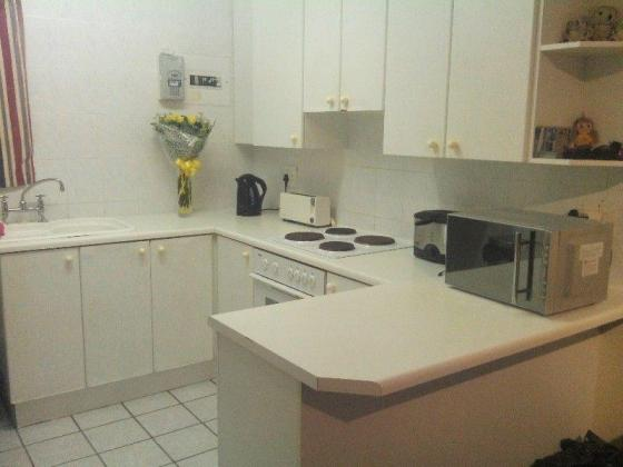 Sharing furnished 3 bedroom apartment in prime Musgrave