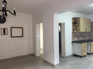 City Living!Spacious 2 Bedroom -Newly Renovated