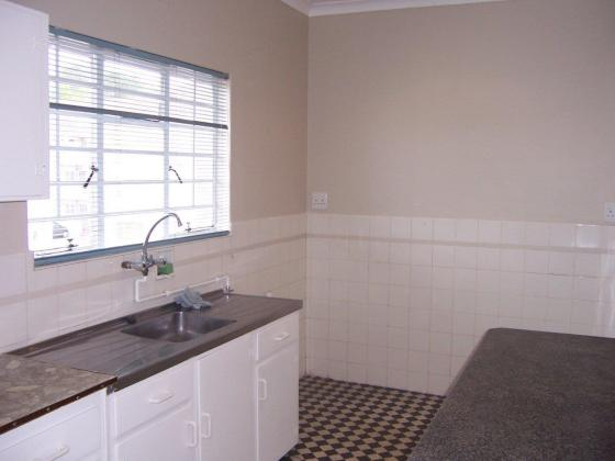 Clean 2 Bedroom Apartment / Flat to Rent in Kenilworth in Kenilworth, Western Cape