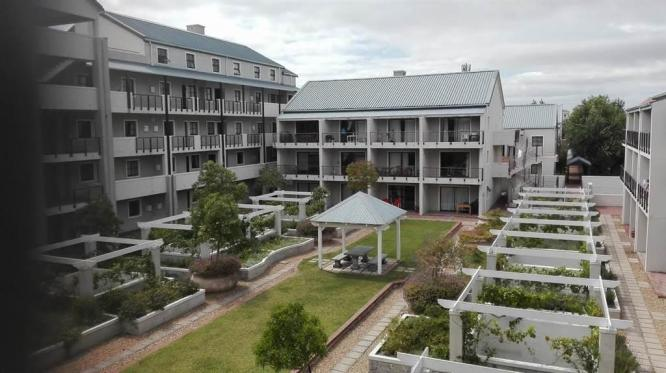 Clean 2 Bedroom Apartment in Rondebosch