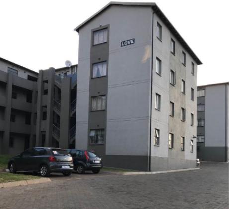 Cozy Two bedroom apartment at Fleurhof in Johannesburg, Gauteng