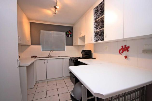Two 2 Bedroom Apartment / Flat to Rent in Vredehoek