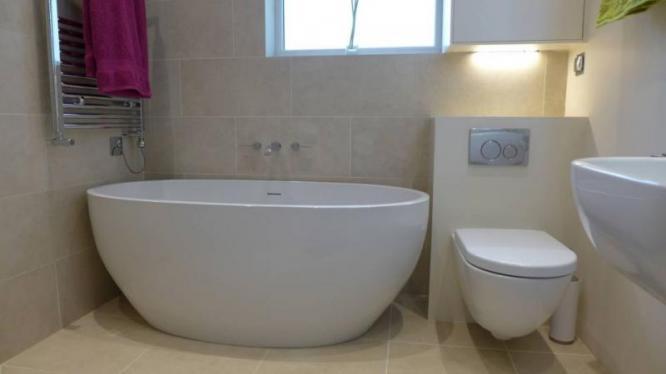 Contemporary free standing bath tub